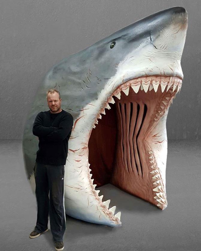Haaienbek voor entree gasten in museum